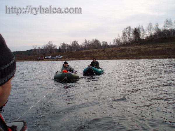 Наша команда две гребные лодки и моторная